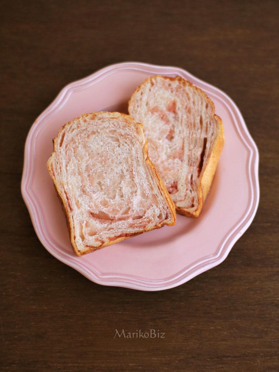 折り込みパン(いちご)
