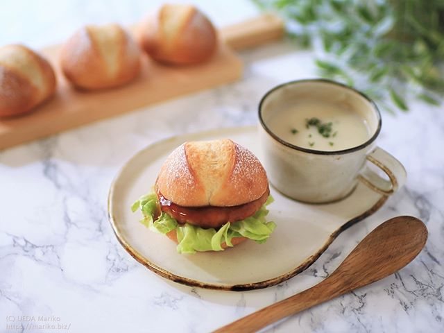 おから入りプチパンで照り焼きつくねミニハンバーガー